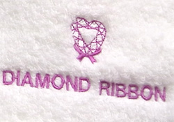 キラリと光るダイヤモンドリボンロゴ